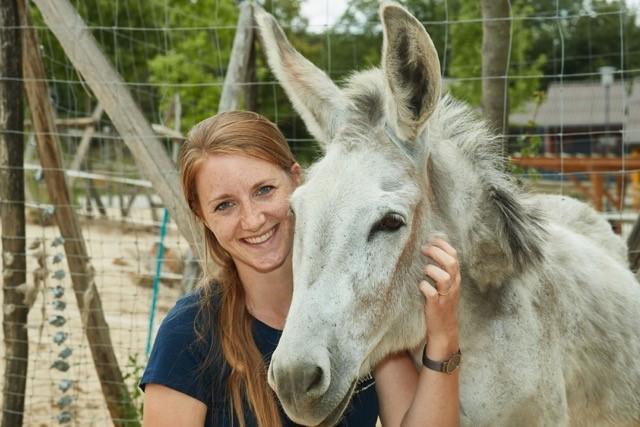 Mira von der Heide mit Eselin Hermine